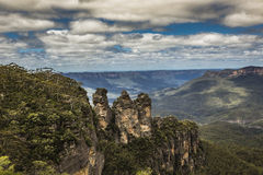 The famous Three Sisters rock formation in the Blue Mountains Na Stock Photography
