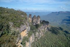 The famous Three Sisters rock formation in the Blue Mountains   National Park close to Sydney, Australia. Stock Photography
