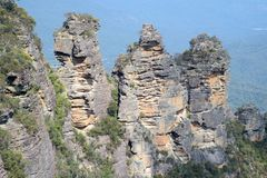 The famous Three Sisters rock formation in the Blue Mountains   National Park close to Sydney, Australia. Royalty Free Stock Photos