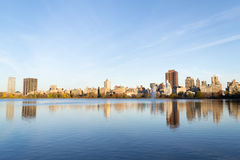 The famous Upper East Side photographied from the Jacqueline Ken. From the Jacqueline Kennedy Onassis reservoir are some of the most iconic views of NYC Stock Photography