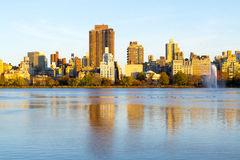The famous Upper East Side photographied from the Jacqueline Ken. From the Jacqueline Kennedy Onassis reservoir are some of the most iconic views of NYC Stock Images