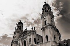 Famouse Theatiner kyrka i Munich arkivfoto