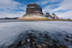 Famouus美丽的山在冰岛由冰围拢了 免版税库存照片