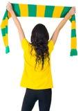 Fanático del fútbol emocionado en la camiseta del Brasil Imagen de archivo libre de regalías