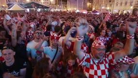 Fanáticos del fútbol croatas almacen de metraje de vídeo