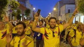 Fanáticos del fútbol de Colombia que celebran la victoria
