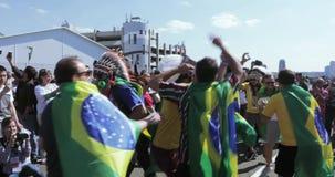 Fanáticos del fútbol de la Argentina almacen de metraje de vídeo