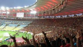 Fanáticos del fútbol en el estadio de Maracana, Rio De Janeiro
