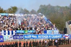 Fanáticos del fútbol en una tribuna Imagen de archivo