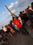 Fanáticos del fútbol españoles en París Foto de archivo libre de regalías