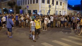 Fanáticos del fútbol que celebran la victoria metrajes