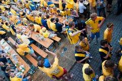 Fanáticos del fútbol suecos en el euro 2012 Fotos de archivo