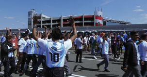 Fanáticos del fútbol del WC de la Argentina almacen de metraje de vídeo