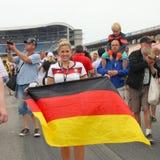 Fan alemana F1 con la bandera en el Fórmula 1 Grand Prix Imágenes de archivo libres de regalías