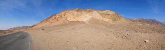 Fan alluvionali che si formano in Death Valley - panorama fotografie stock