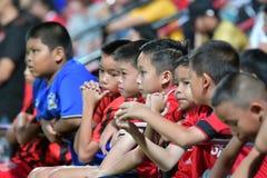 Fan av fotboll Thailand i Bangkok internationell fotboll Invi arkivbilder