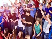 Fan che applaudono e che gridano nei supporti Immagini Stock Libere da Diritti