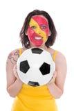 Fan de foot espagnol femelle avec un football dans des ses mains Photos libres de droits