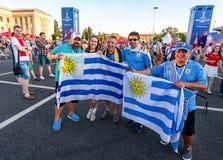 Fan de futebol com as bandeiras de Uruguai Foto de Stock Royalty Free