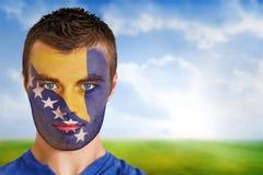 Fan de futebol de Bósnia na pintura da cara imagens de stock