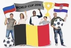 Fan de futebol diversos que guardam as bandeiras de Bélgica, Croácia e de Rússia foto de stock royalty free