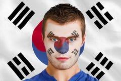 Fan de futebol novo sério na pintura da cara imagens de stock royalty free