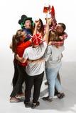 Fan de futebol que abraçam com cervejas no fundo branco foto de stock royalty free