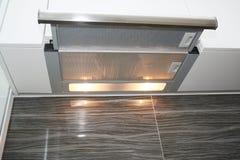 Fan de la cocina del ventilador del aire o capilla moderna de la gama Capilla de la chimenea del acero inoxidable con el tubo del Fotos de archivo