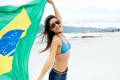 Fan de la mujer de la bandera del Brasil Imágenes de archivo libres de regalías