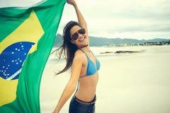 Fan de la mujer de la bandera del Brasil Imagen de archivo libre de regalías