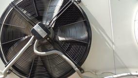 Fan de ventilación giratoria lenta almacen de video