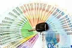 Fan del dinero de las notas euro para la compra de automóviles Imagen de archivo libre de regalías