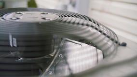 Fan der Flussauspufflüftungsanlage des Gebäudes Fansystem, industrielle große Klimaanlagenfans auf Funktion stock footage