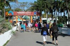 Fan di tennis che camminano verso l'entrata aperta di Miami Fotografie Stock
