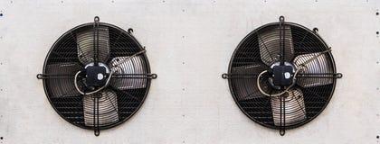 Fan doppi dell'unità di condensazione dell'aria Immagini Stock