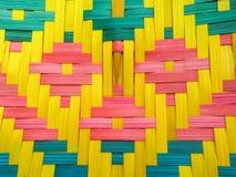 Fan en bambou colorée indigène thaïlandaise images stock