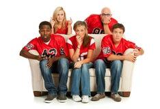 Fan: Fan interessati che guardano partita di football americano immagini stock