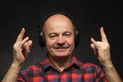 Fan muzyka rockowa w starości Fotografia Stock
