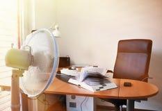 Fan nell'ufficio fotografia stock libera da diritti