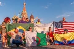 Fan stranieri della coppa del Mondo 2018 sul quadrato rosso Fotografia Stock