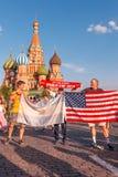 Fan stranieri della coppa del Mondo 2018 sul quadrato rosso Immagine Stock Libera da Diritti