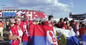 Fan?ticos del f?tbol de Serbia almacen de metraje de vídeo
