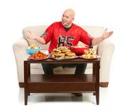 Fan: Uomo eccitato per mangiare gli spuntini Fotografia Stock Libera da Diritti
