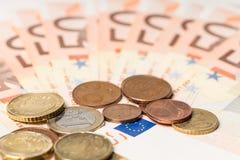 Fan von fünfzig Euros Geld und Cents Stockfotografie