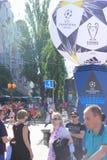 Fan-Zone ist der Schluss der UEFA-Meister-Liga Stadt von Kiew ukraine lizenzfreies stockbild