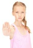 Fanale di arresto adorabile di rappresentazione della ragazza Fotografia Stock Libera da Diritti