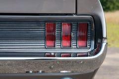 Fanale posteriore posteriore sul classico grigio Immagine Stock