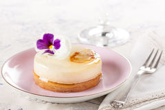 Fancy individual white chocolate cake Stock Photography