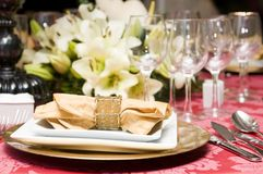 Fancy table set for a wedding celebration. And orchideas Royalty Free Stock Photos