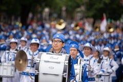Fanfare asiatique habillée dans l'uniforme photos libres de droits